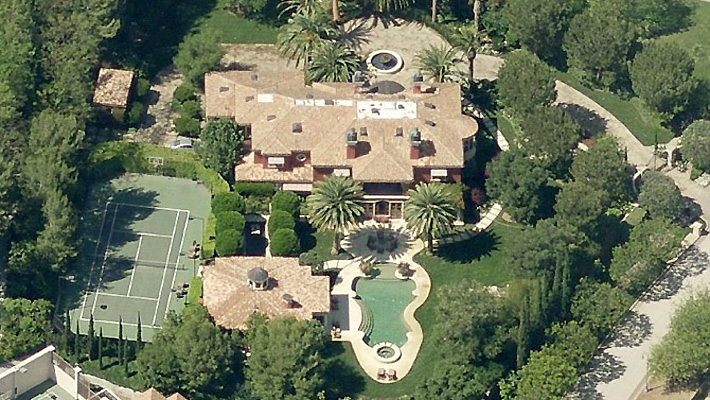 Celeb Digs - Reba McEntire Sells Beverly Park Mansion For ...